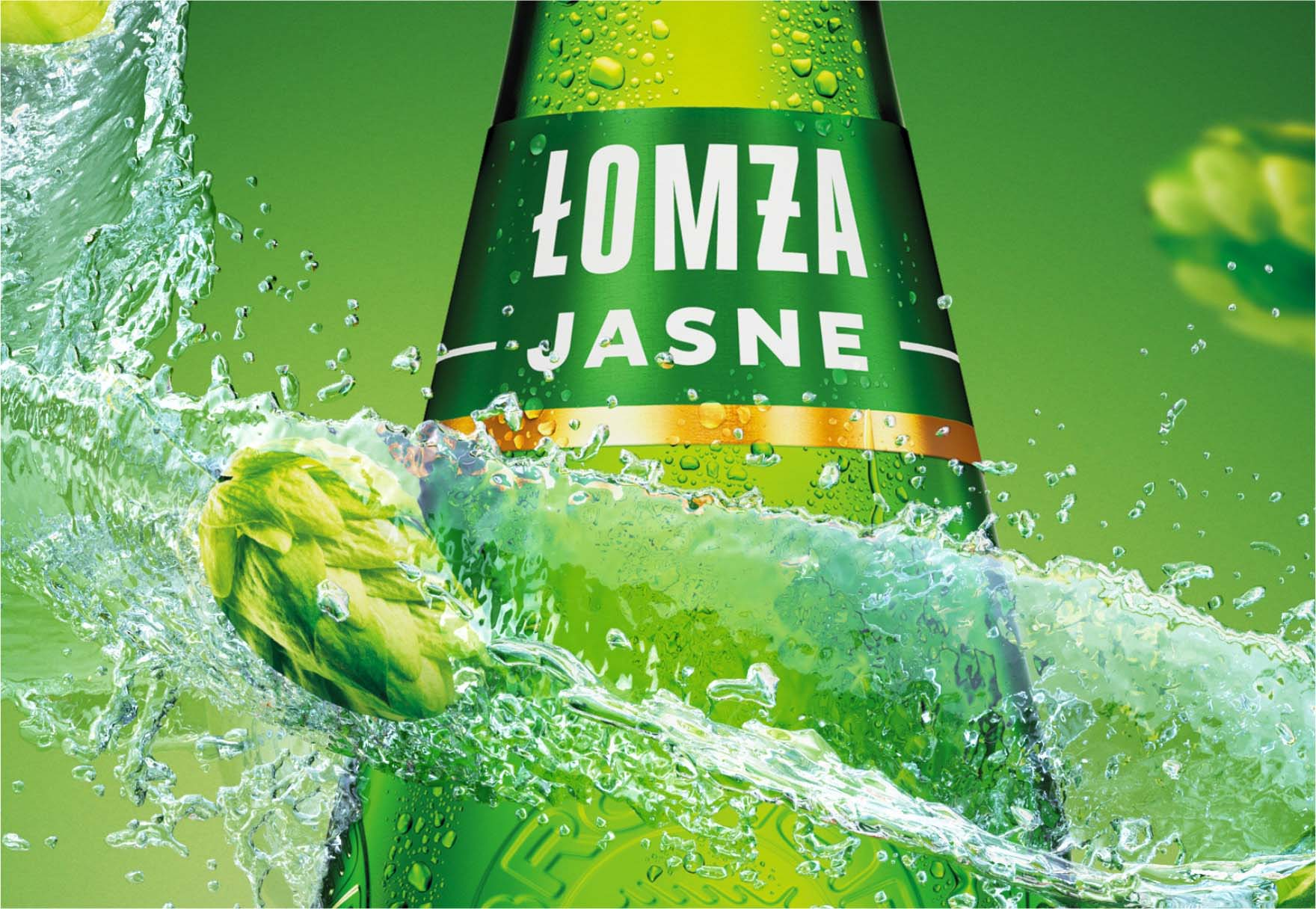 Wizualizacja zielonej butelki piwa wraz z roszeniem